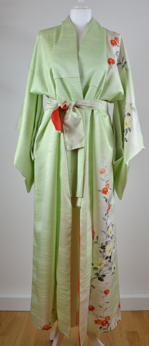 Manteau long vert pâle soie