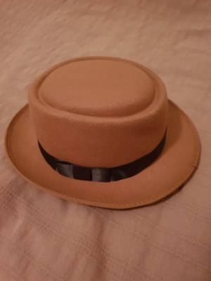 Chapeau noir-beige