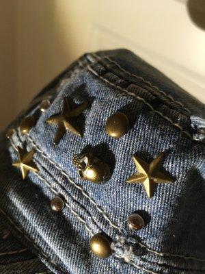 Jeans cap mit goldenen Totenkopf Nieten