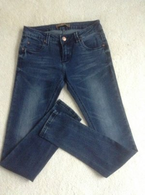 Jeans / dunkelblau / Ge. 26/32 / NEU