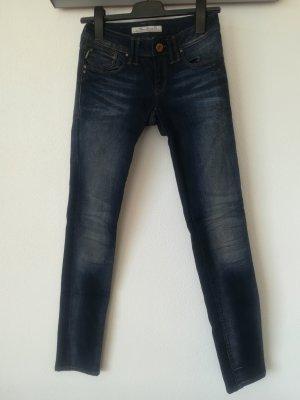 Jeans dunkelblau - mit interessanter Waschung