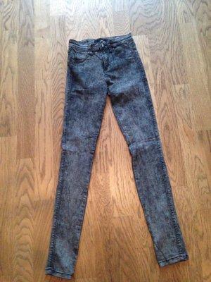 Jeans Gr. 34 in grau