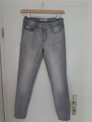 Jeans grau von ZARA Gr. 38