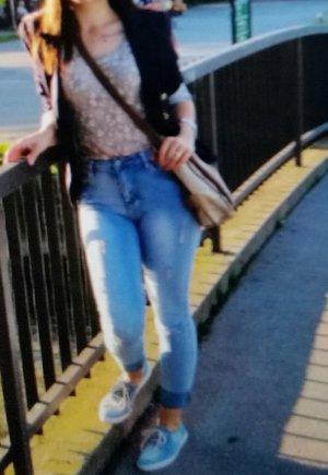 Jeans große 34 ....Blau mit Löchern