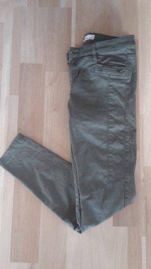Jeans H&M mit Reißverschluss am Beinende