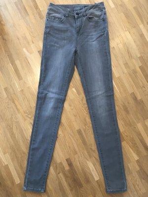 Jeans - High Rise - UN Jean