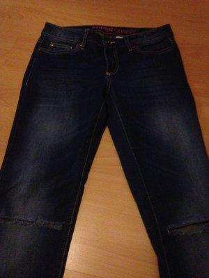 Jeans Hose an den Knien zerrissen