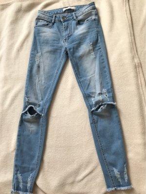 Jeans Hose mit Löcher :)