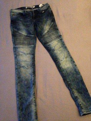 Jeans im Bikerstil Stone washed