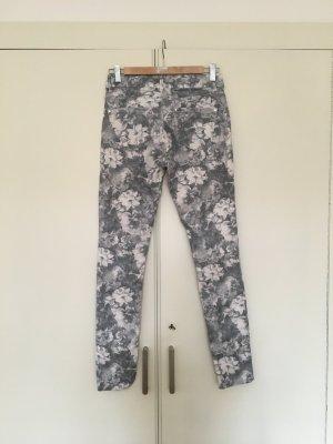 Jeans im Blumen Look, Hallhuber Gr. 36