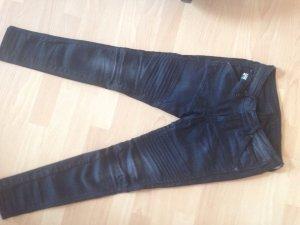 Jeans im Punk-Style