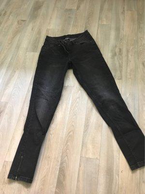 Jeans in der Farbe schwarz/grau