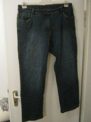Jeans in der Kurzgröße 23