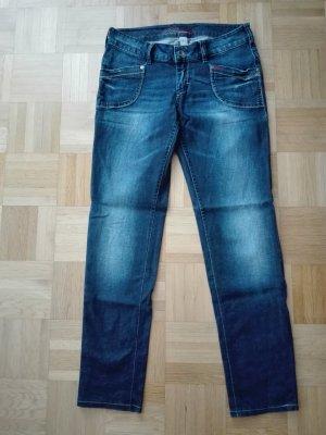 Jeans in dunkel blau Farbe,von QS by s. Oliver.