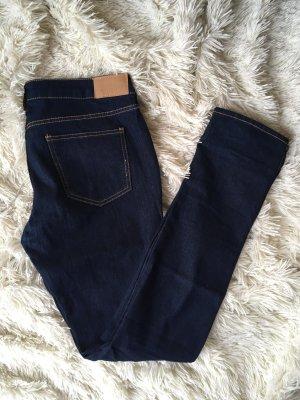 Jeans in dunkelblau - kaum getragen!