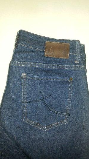 Jeans in dunkler Waschung s.oliver Gr. 40 - wie neu !