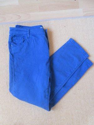 Jeans in einem schönen kräftigen Blau Größe 29