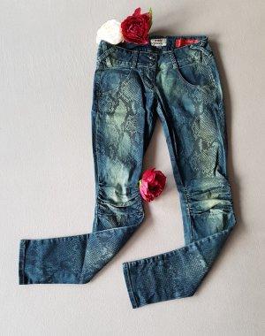 Jeans in Schlangenoptik