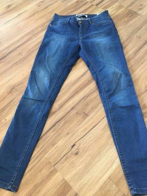 Jeans in schönem blau