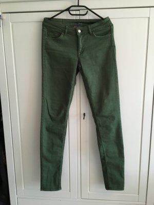 Jeans in schönem Grün