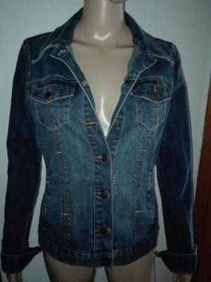 Jeans-Jacke, in dunkel blau Farbe,schön tailliert,sehr gute Passform ,
