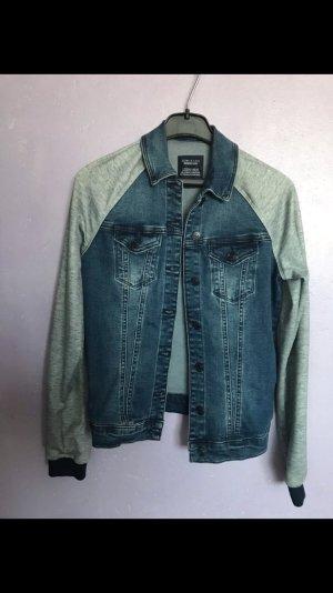 Jeans Jacke mit grauen Ärmeln