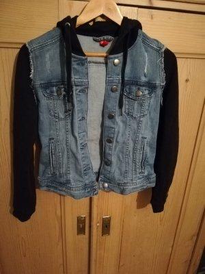 Jeans Jacke mit Schwarzen Stoff Ärmeln