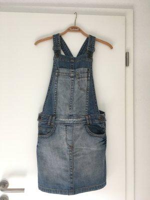 Jeans-Latzrock für entspannte Sommertage