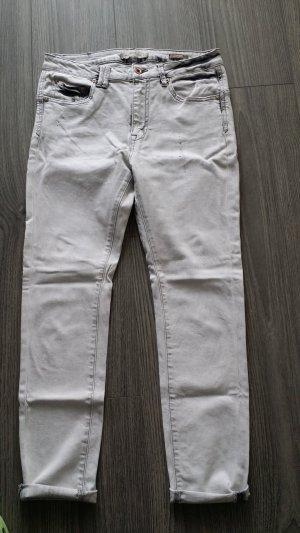 Jeans, leicht Destroyed Charakter von Mango Größe 38