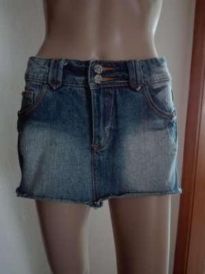 Jeans -Mini -Rock, in blau Farbe.