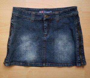 Jeans Mini Rock mit jeweils einem Reißverschluss an den Seiten