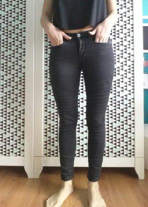 Jeans mit abgesteppten Oberschenkeln