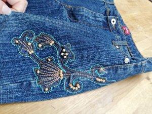 Jeans mit Applikationen, Stickerei, Gr. 40