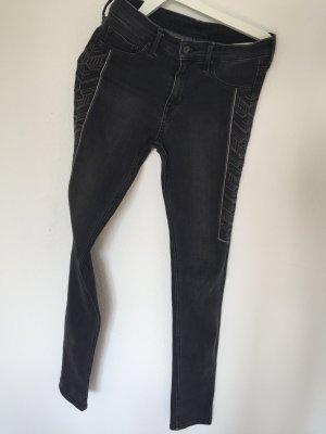 Jeans mit Aztekenmuster