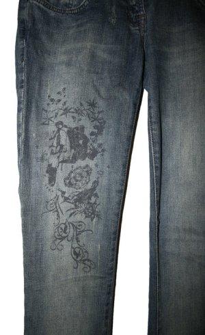 Jeans mit Blüten-Prints, Used-Look