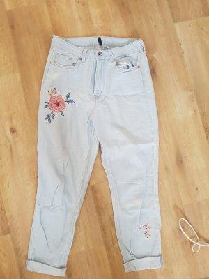 Jeans mit Blumen