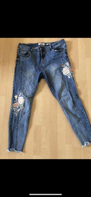 Jeans mit Blumen von New Look in 44 XXL