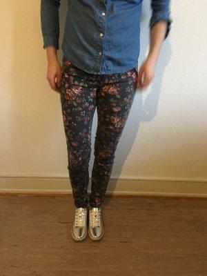 Jeans mit Blumenmuster Bershka 36 super süß guter Zustand