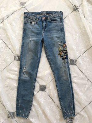 Jeans mit Blumenstickerei Zara XS