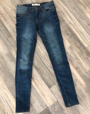 Jeans mit brauner Naht