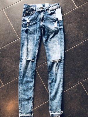 Jeans mit Etikett 27