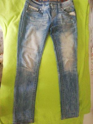 Jeans mit Ledereinsatz an den Taschen
