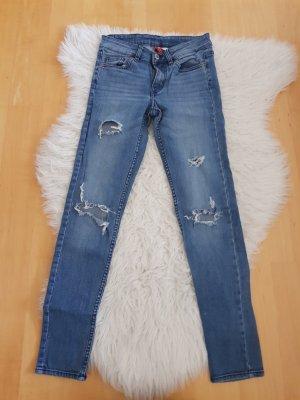 Jeans mit Löchern