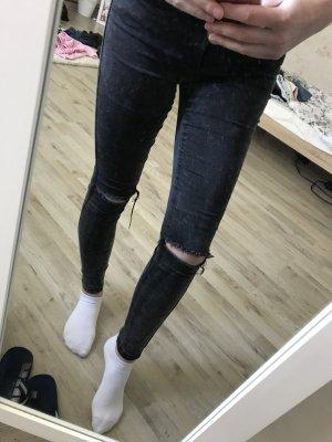 Jeans mit Löchern an den Knien