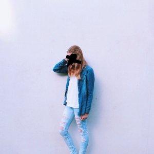 Jeans mit Löchern und Spitze