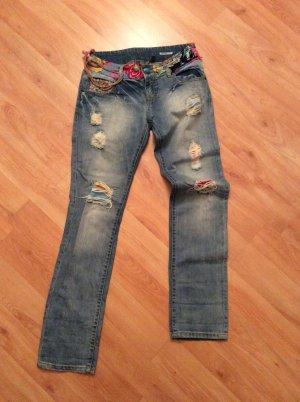 Jeans mit Löschern