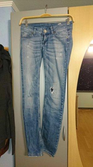Jeans mit modischen Flicken