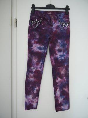 Jeans mit Muster und Verzierungen