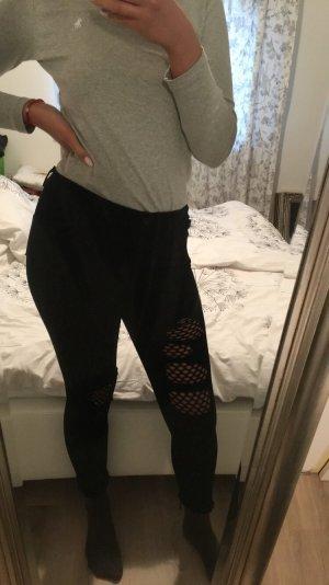 Jeans mit Netz und Rissen unten