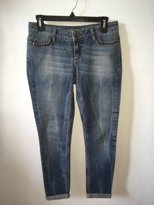 Jeans mit Nietendetails von Zara